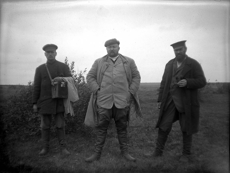 05. 1897. Три мужчины. И. Д. Болдырев с помощниками