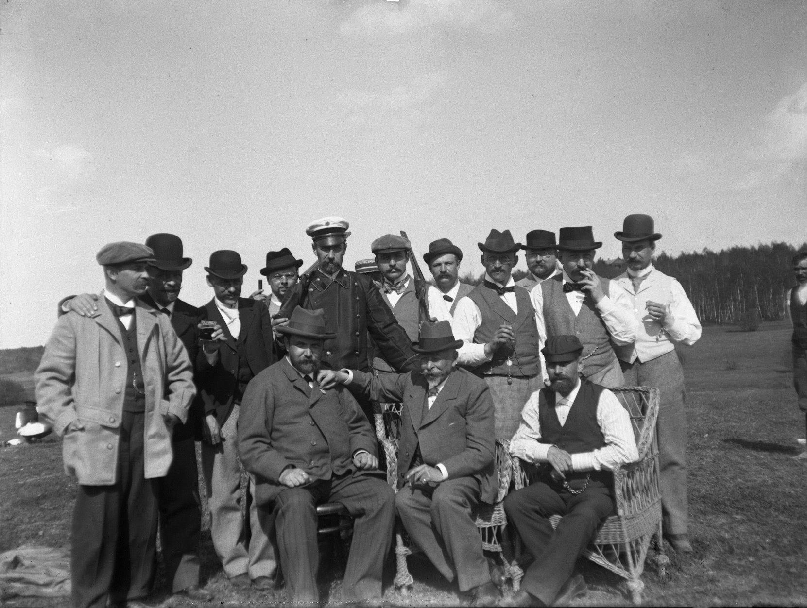 20. 1897. Химка (Московская губерния). После соревнований по стендовой стрельбе