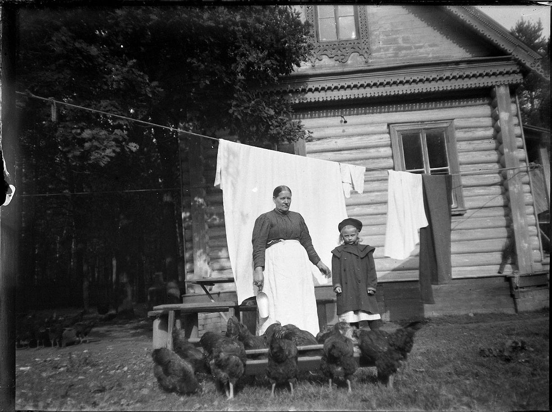 17. 1897. Женщина, кормившая кур и Наталья Живаго
