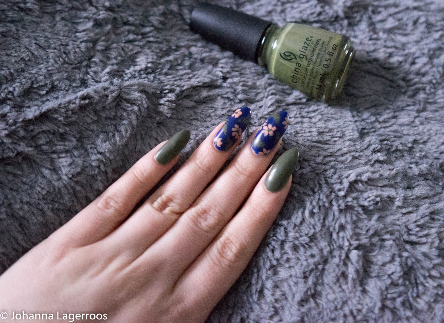 olive and navy nails