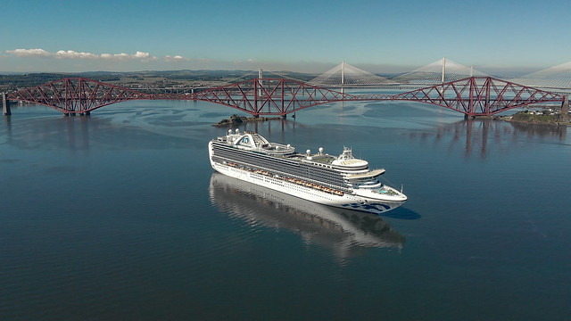 Cruise on the Forth