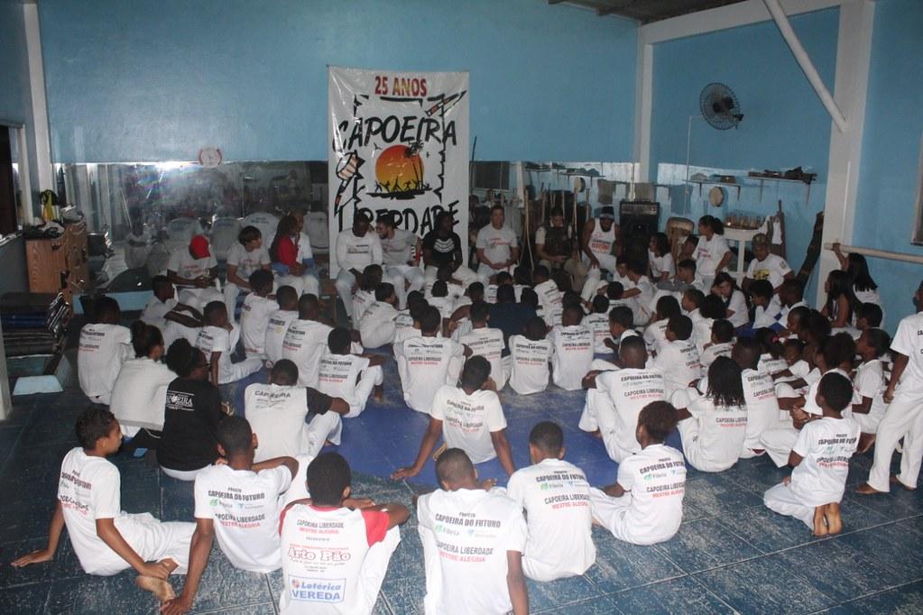 Capoeira Liberdade promove intercâmbio cultural com alunos do projeto Capoeira do Futuro (10)