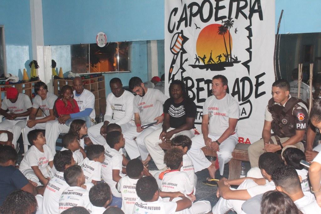 Capoeira Liberdade promove intercâmbio cultural com alunos do projeto Capoeira do Futuro (12)