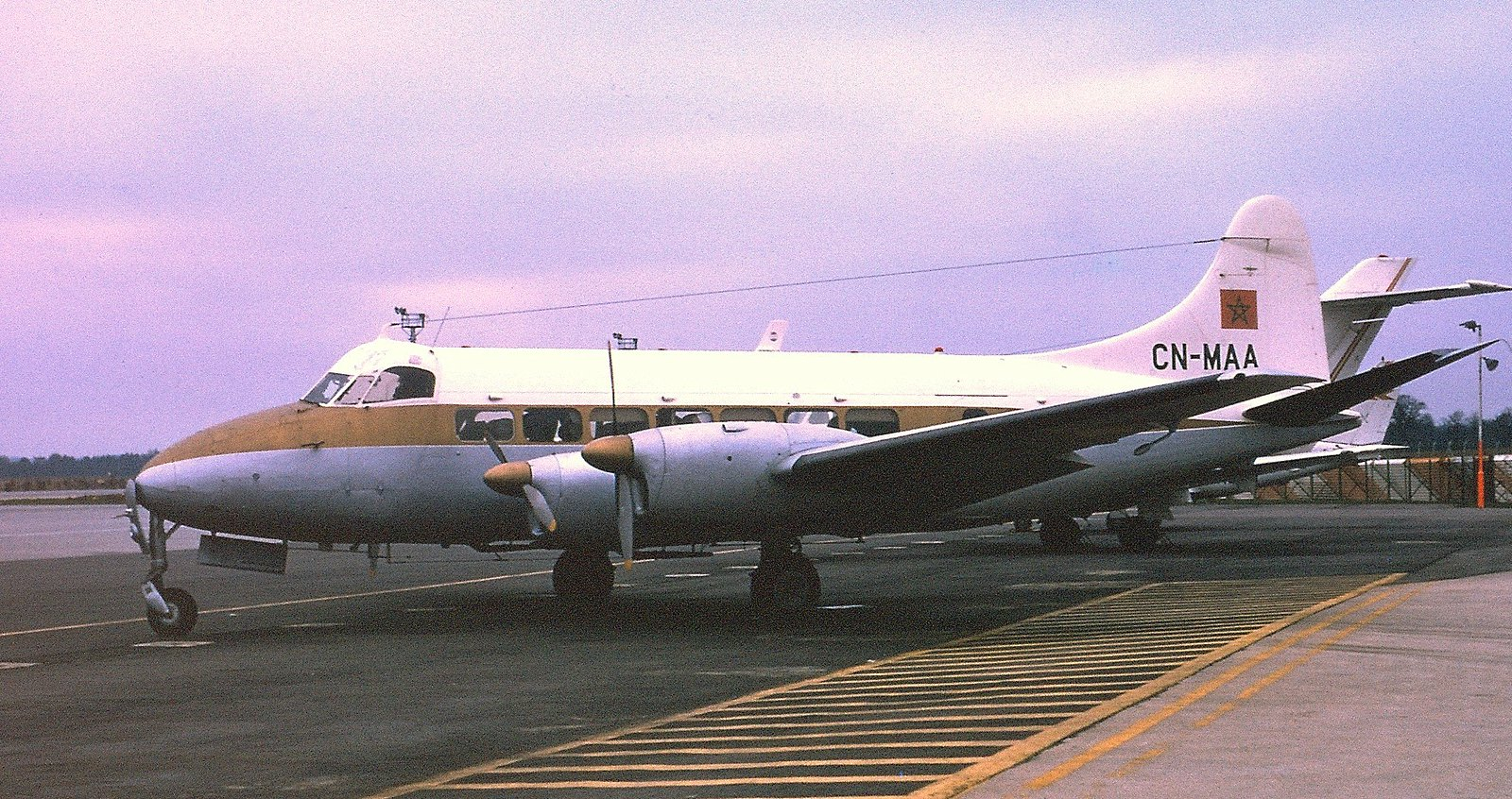 FRA: Photos anciens avions des FRA - Page 12 48413293586_fa9dec00f3_h