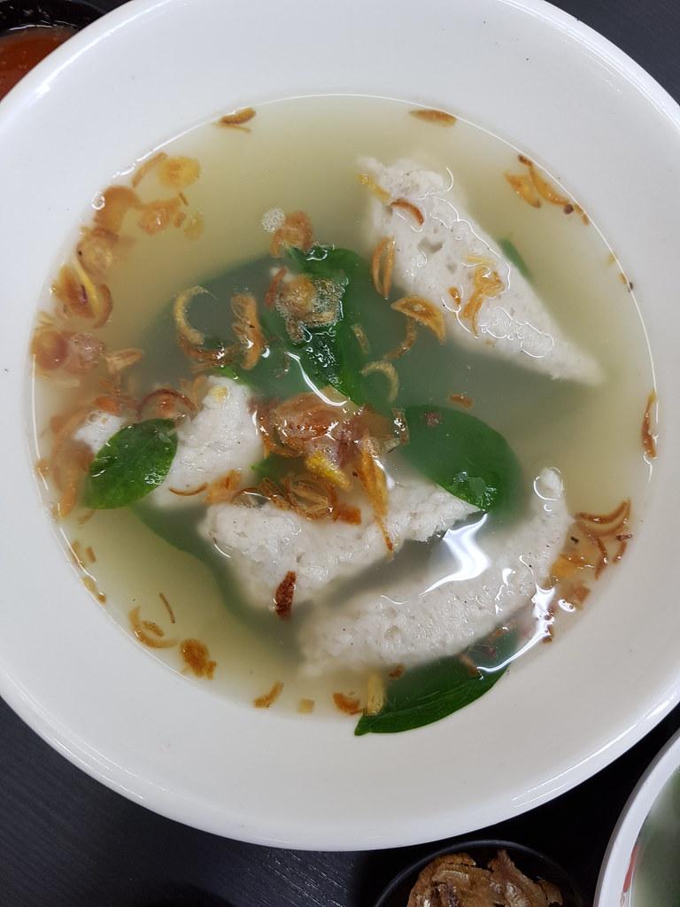瓦煲干捞板面 Claypot Dry Pan Mee rm$8.90, 鱼滑汤 Fish Slippery Soup rm$6.50 & 豆酱凉粉 Soya CinCau rm$3.80 @ 有面子 Face Pan Mee Noodle House USJ9