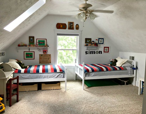 twin beds in boys bedroom
