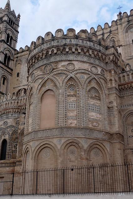 Abside romane (XIIe siècle), cathédrale Santa Vergine Maria Assunta (XIIe-XVe-XVIIIe), Palerme, Sicile, Italie.