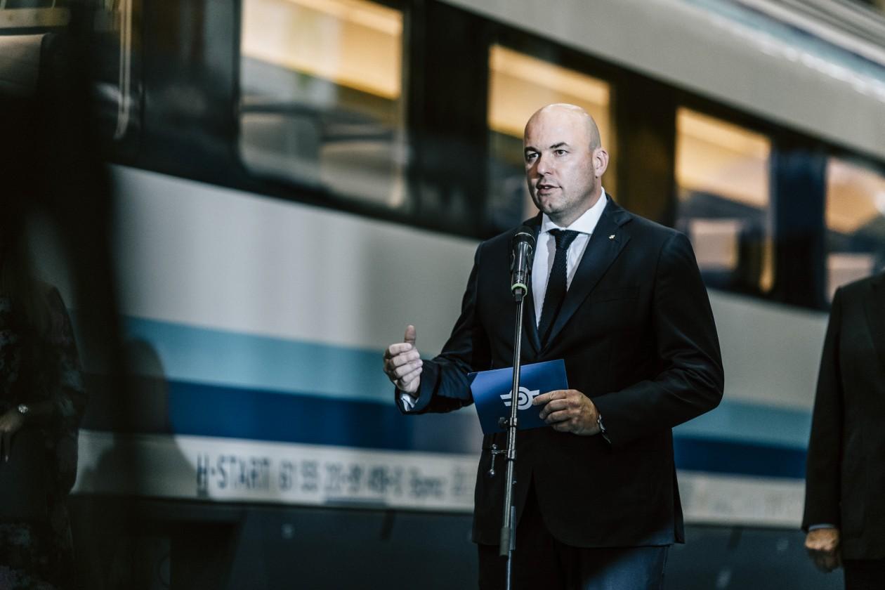 MÁV-vezető: 2 óra 2 perc lesz az út Szegedre