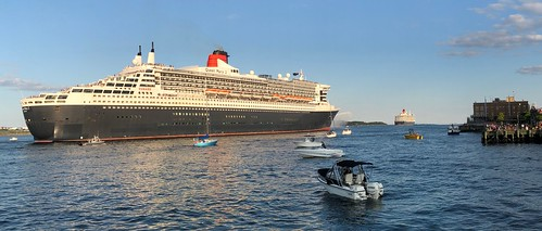Cunard QE and QM2 depart Halifax