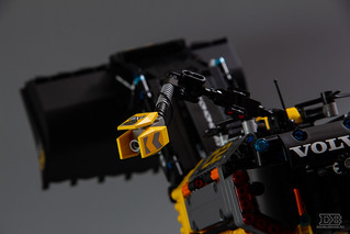 LEGO Technic 42081 Review-7 | by DoubleBrick.ru