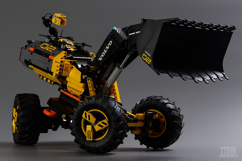 LEGO Technic 42081 Review-2 | by DoubleBrick.ru