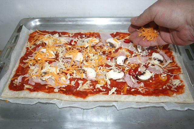 07 - Mehr Käse aufstreuen / Dredge with more cheese