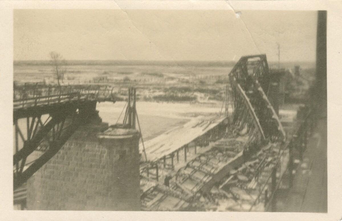 10. Мост через реку Онон разрушен большевиками