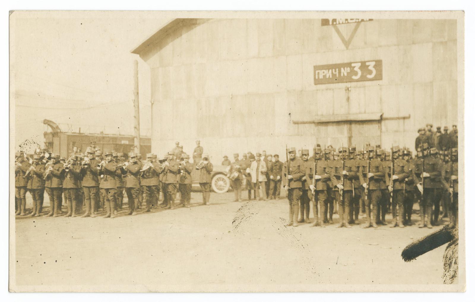 02. Военный парад возле склада Y.M.C.A