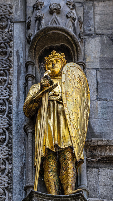 Golden Figure (Basilica of the Holy Blood - Bruges)  (Panasonic S1 & Lumix S 24-105mm f4 Zoom) (1 of 1)