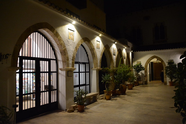 north Patio. Medieval archways of the albergur-Ospedale