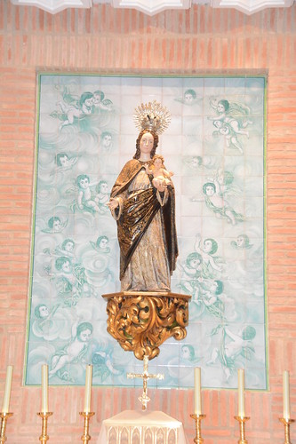 Image of Virgin with Child Jesus, s. XVIII in the auxiliary chapel of the church