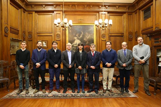 Firma de convenio Centro de Políticas Públicas UC y TOCTOC