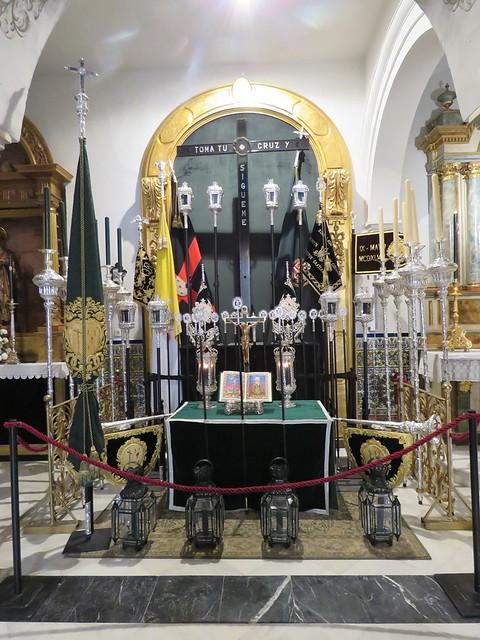 Altares de Insignias: Lunes Santo