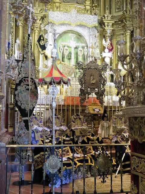 Altares de Insignias: Viernes Santo Madrugada