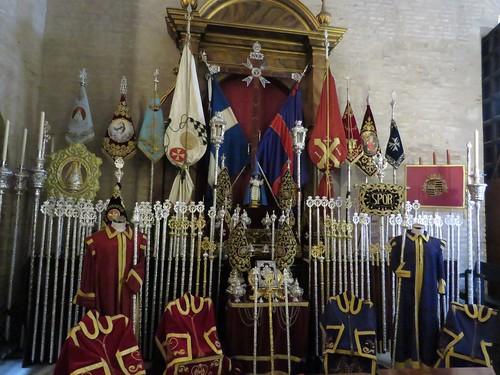 Altares de Insignias: Martes Santo