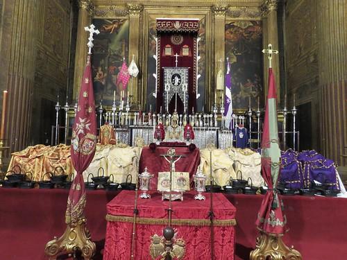 Altares de Insignias: Jueves Santo