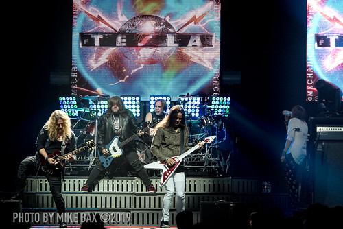 DEF LEPPARD and TESLA Pour Sweet Nostalgic Rock All Over