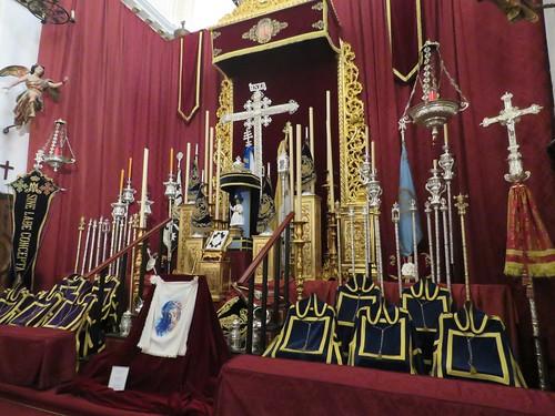 Altares de Insignias: Viernes Santo