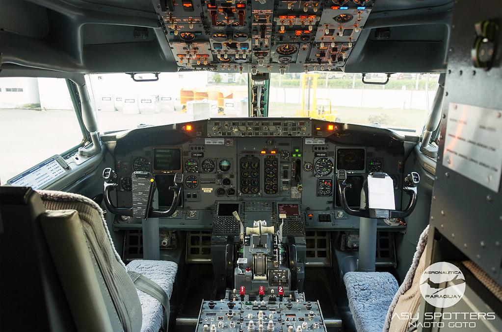 Cockpit del B737-300 de Sideral Air Gargo