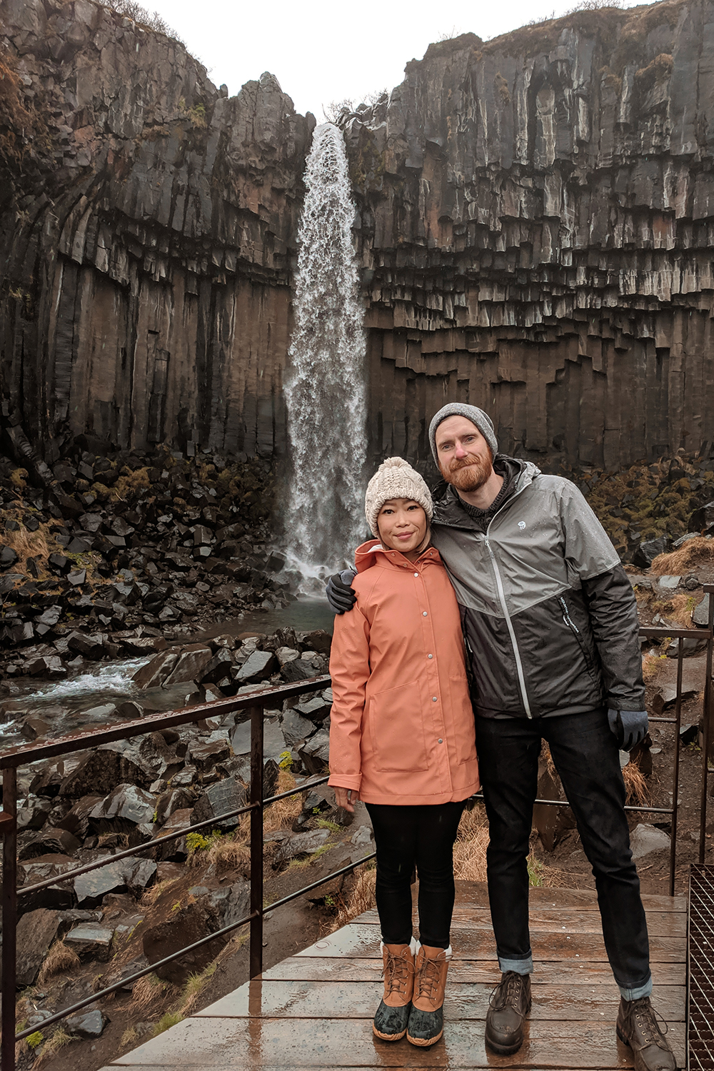 07iceland-svartifoss-skaftafell-waterfall-travel-couple-love