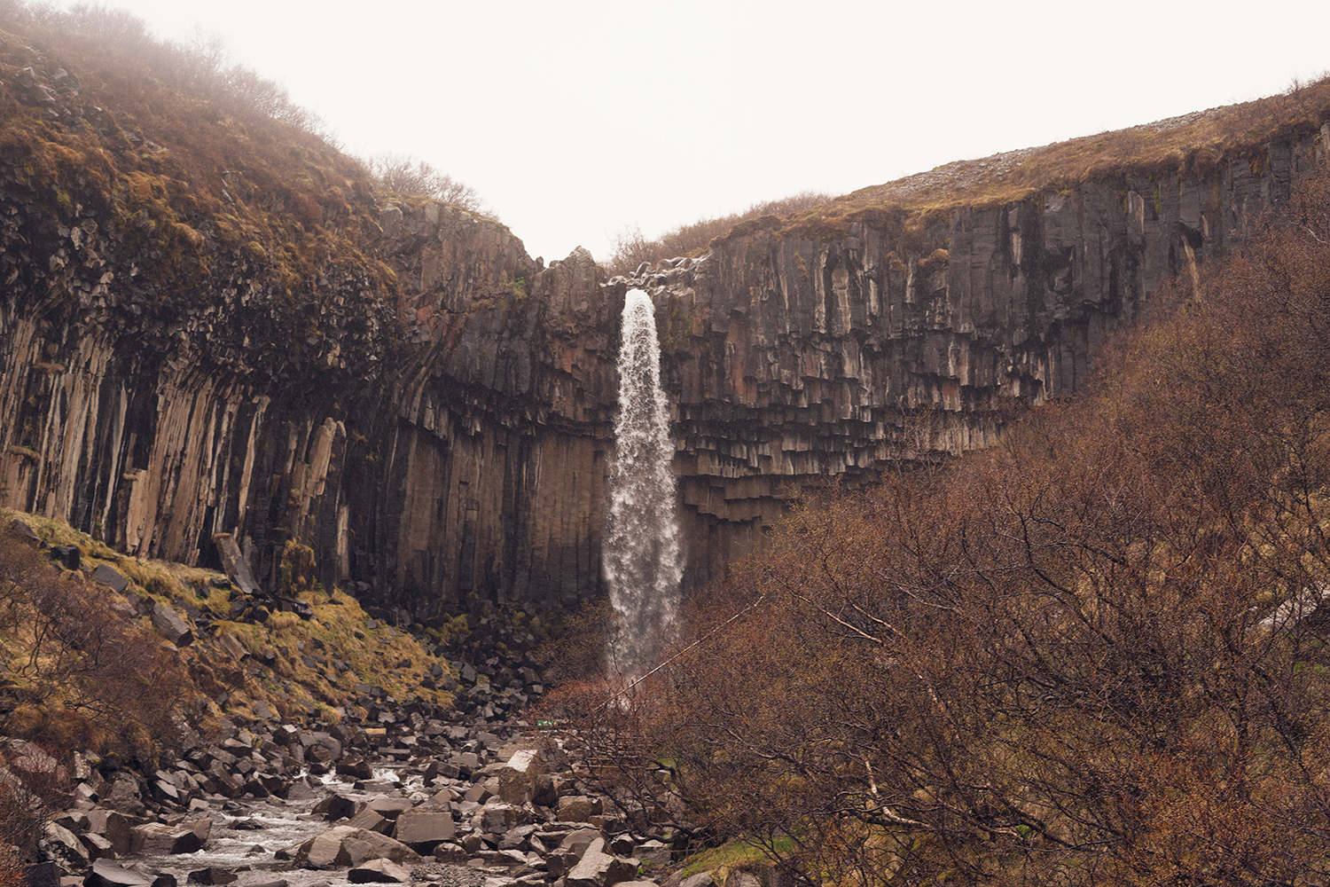 04iceland-svartifoss-skaftafell-waterfall-travel