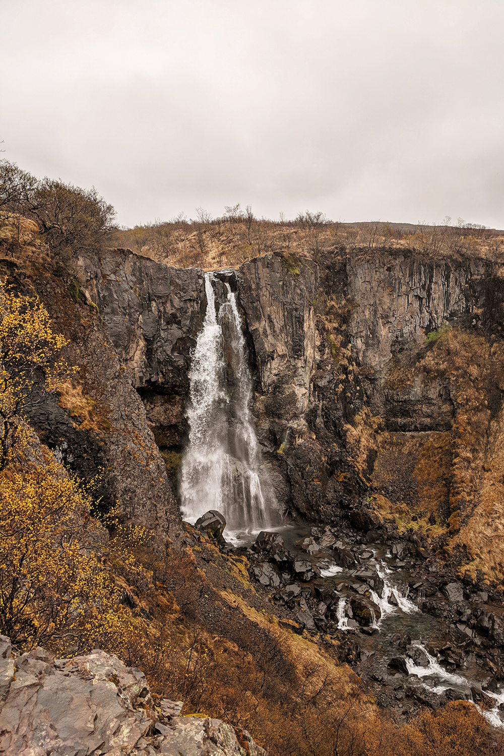 02iceland-skaftafell-nationalpark-gorge-waterfall-travel