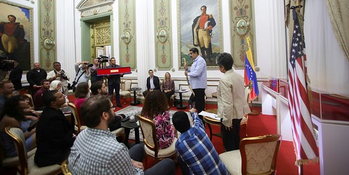 Presidente Maduro distingue a activistas norteamericanos que defendieron misión diplomática venezolana en Washington