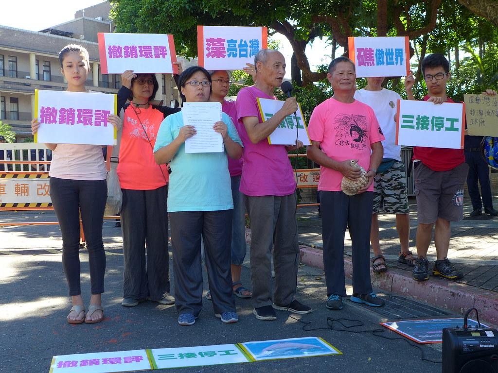 環保團體在行政院前舉行記者會,要對環保署提起訴願,要求撤銷環評。孫文臨攝