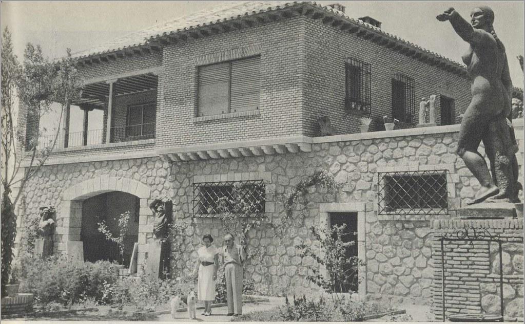 Reportaje sobre Victorio Macho con fotos de Miguel Ángel García Basabe, Basabe, (Madrid, 1912-1973).  Noviembre de 1955. Mundo Hispánico