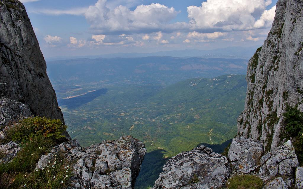 Uspon, Trem, Suva planina, planinarenje, Srbija, turizam, fotografija planine, fotografije planina, fotografija suve planine, fotografije trema,  uspon, planinarski marker, turizam srbija, staza ka Tremu,