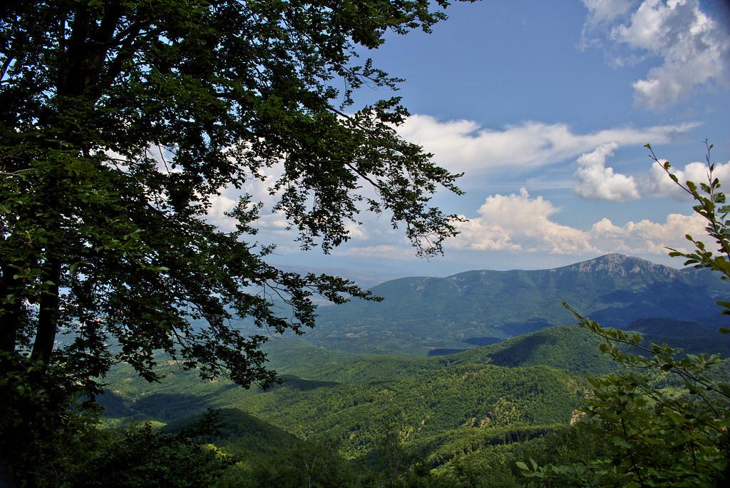 Uspon, Trem, Suva planina, planinarenje, Srbija, turizam, fotografija planine, fotografije planina, fotografija suve planine, fotografije trema,  uspon, planinarski marker, turizam srbija, staza ka Devojačkom grobu, pogled, planine