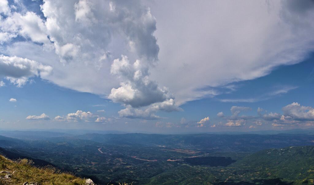 Uspon, Trem, Suva planina, planinarenje, Srbija, turizam, fotografija planine, fotografije planina, fotografija suve planine, fotografije trema,  uspon, planinarski marker, turizam srbija, staza ka Tremu, pogled sa trema