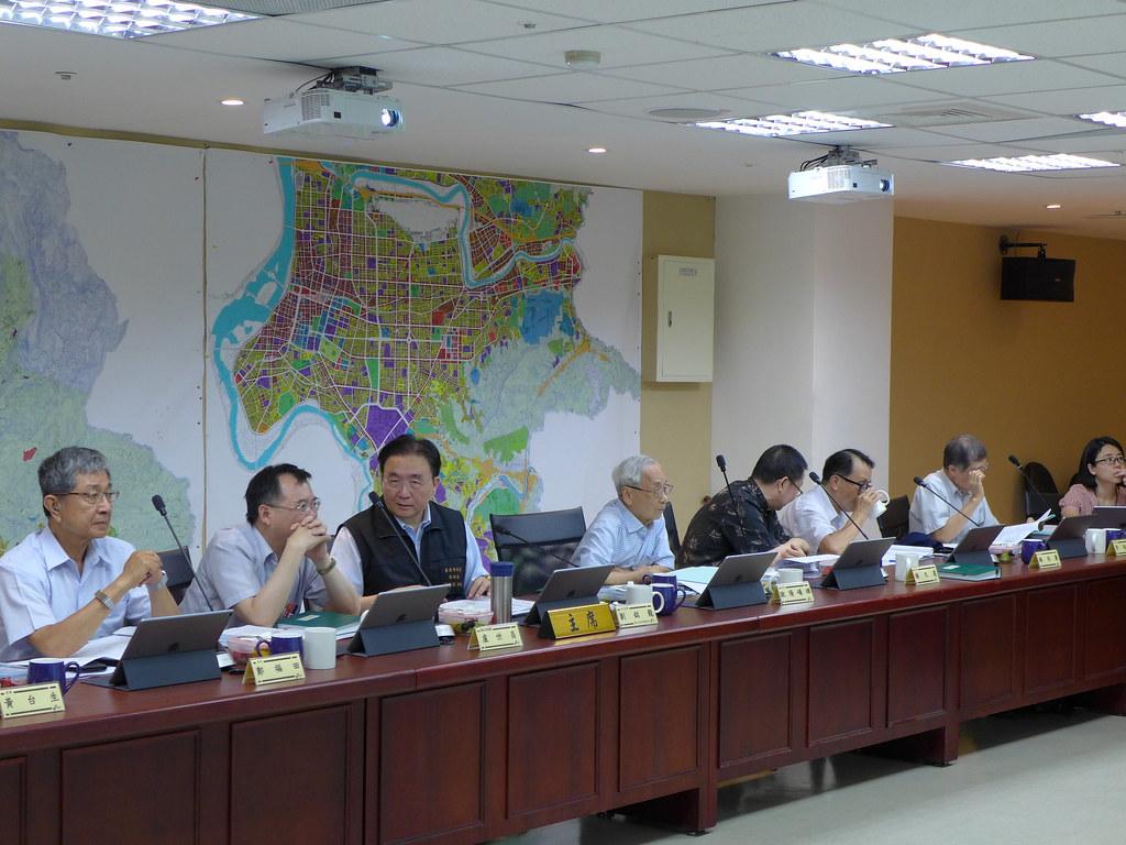 台北市環保局今(31)日第二次併案審查疾管署與食藥署的大樓興建工程計畫。孫文臨攝