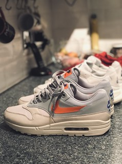 Nike Airmax 1 - Desert Sand x Total Orange.