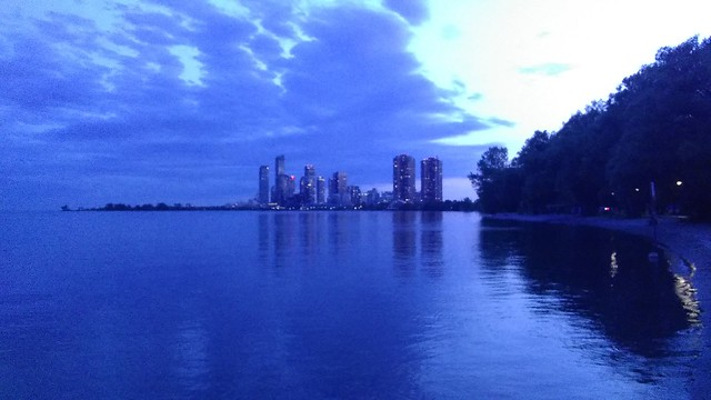 Starting to shine #toronto #sunnysidebeach #lakeontario #humberbayshores #skyline #towers #evening