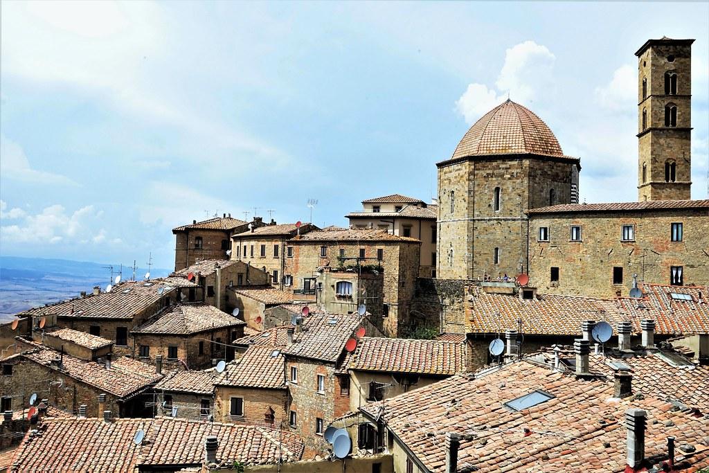 Una vista sui tetti di Volterra