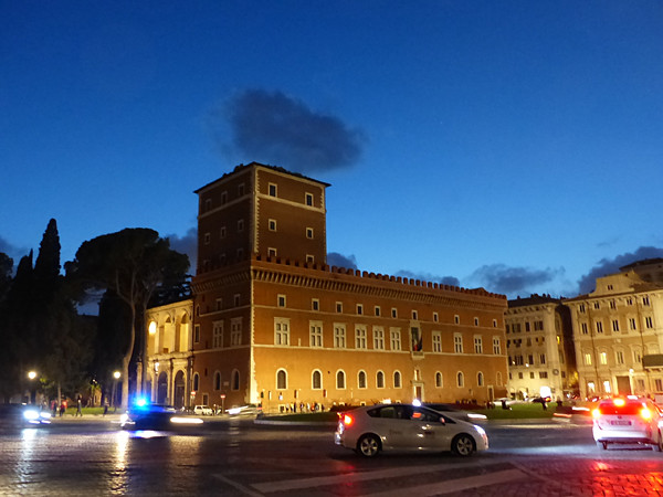 Piazza venezia de nuit