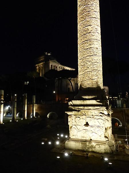 colonne de trajan de nuit
