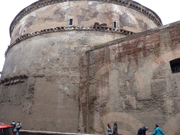derrière le Panthéon
