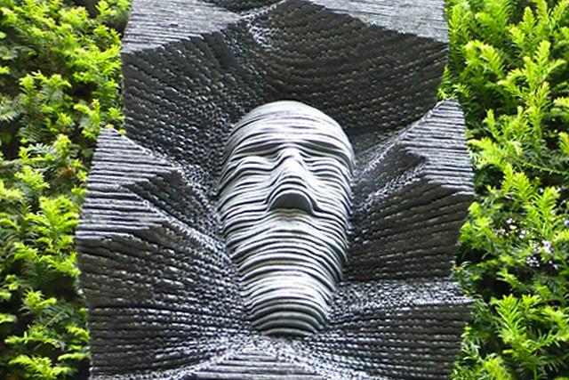 Mai/Juni 2019 ... Karla Kunstwadl mit Margit & Gerhard in der Normandie: Der Garten von Étretat - Schiefer