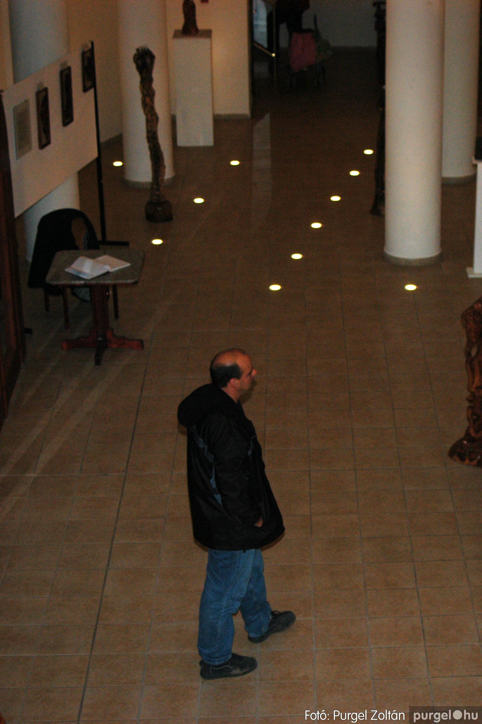 2003.10.11. 016 Kulbert György fafaragó kiállítása Makón - Fotó:PURGEL ZOLTÁN© DSC_0021q.jpg
