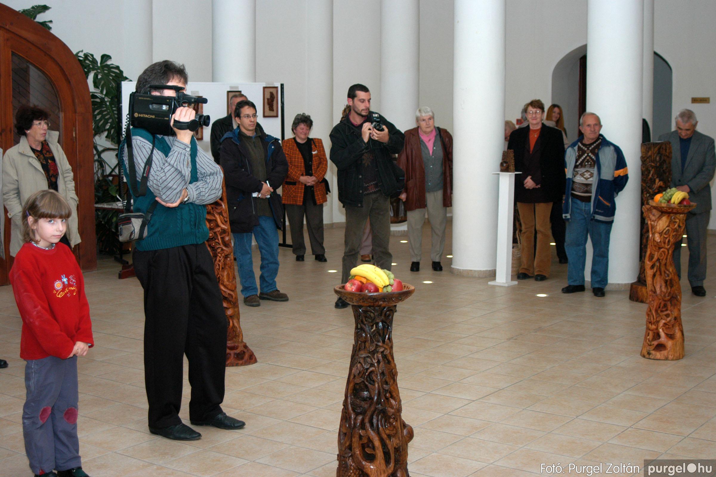 2003.10.11. 008 Kulbert György fafaragó kiállítása Makón - Fotó:PURGEL ZOLTÁN© DSC_0011q.jpg