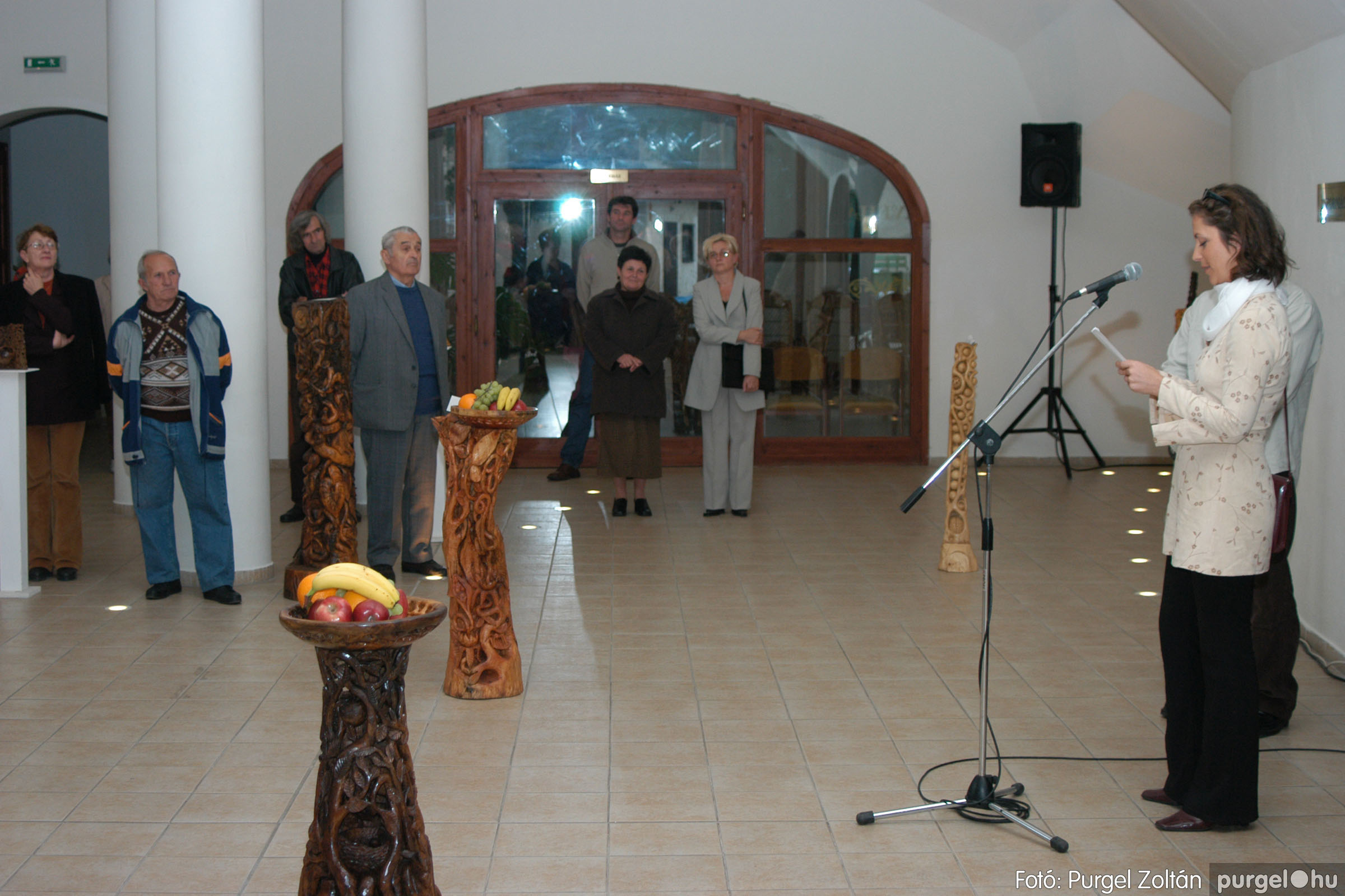 2003.10.11. 004 Kulbert György fafaragó kiállítása Makón - Fotó:PURGEL ZOLTÁN© DSC_0005q.jpg