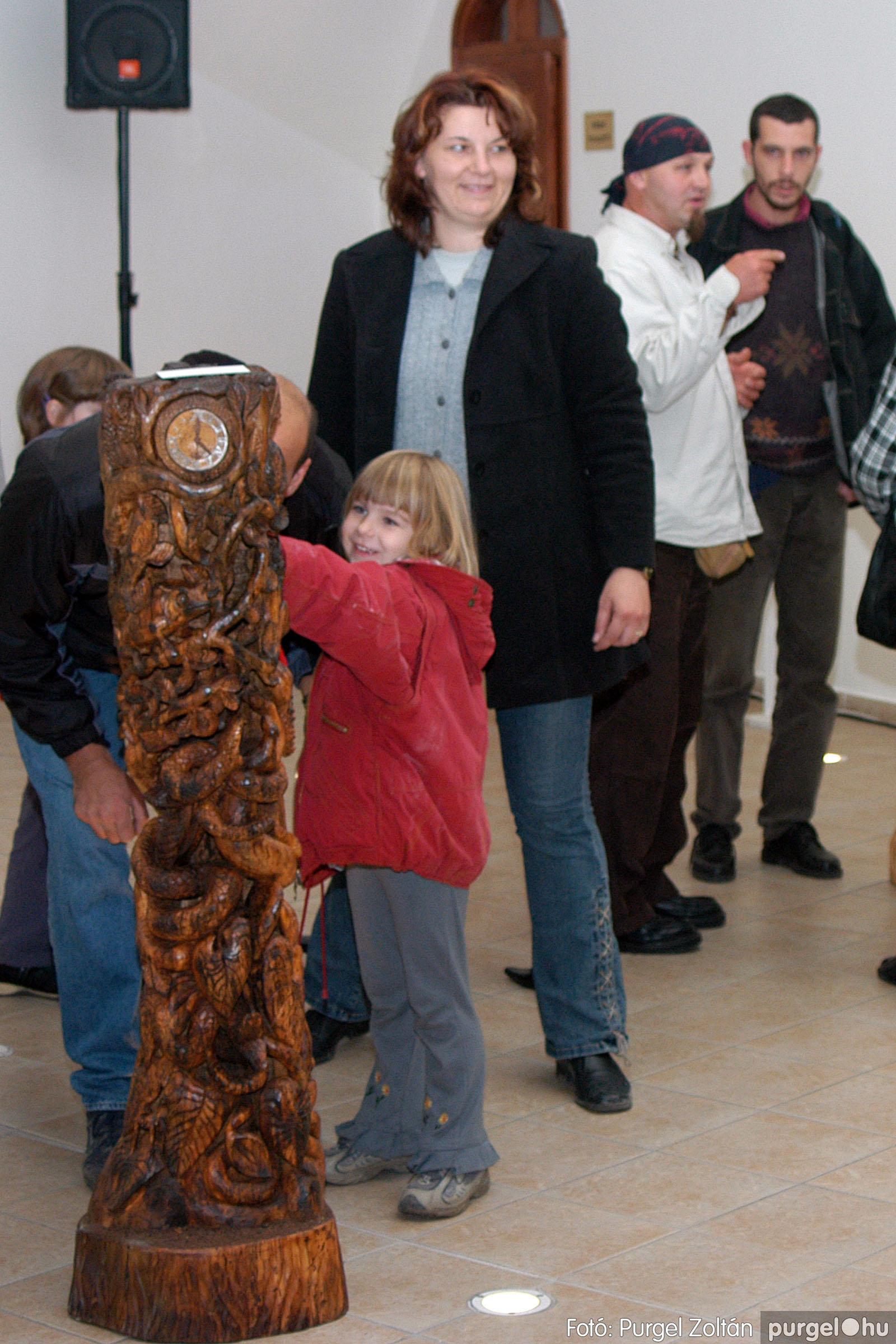 2003.10.11. 001 Kulbert György fafaragó kiállítása Makón - Fotó:PURGEL ZOLTÁN© DSC_0001q.jpg